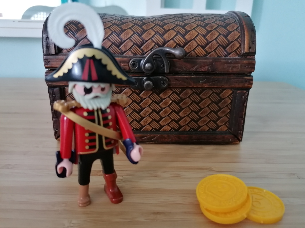 Little pirate treasure chest